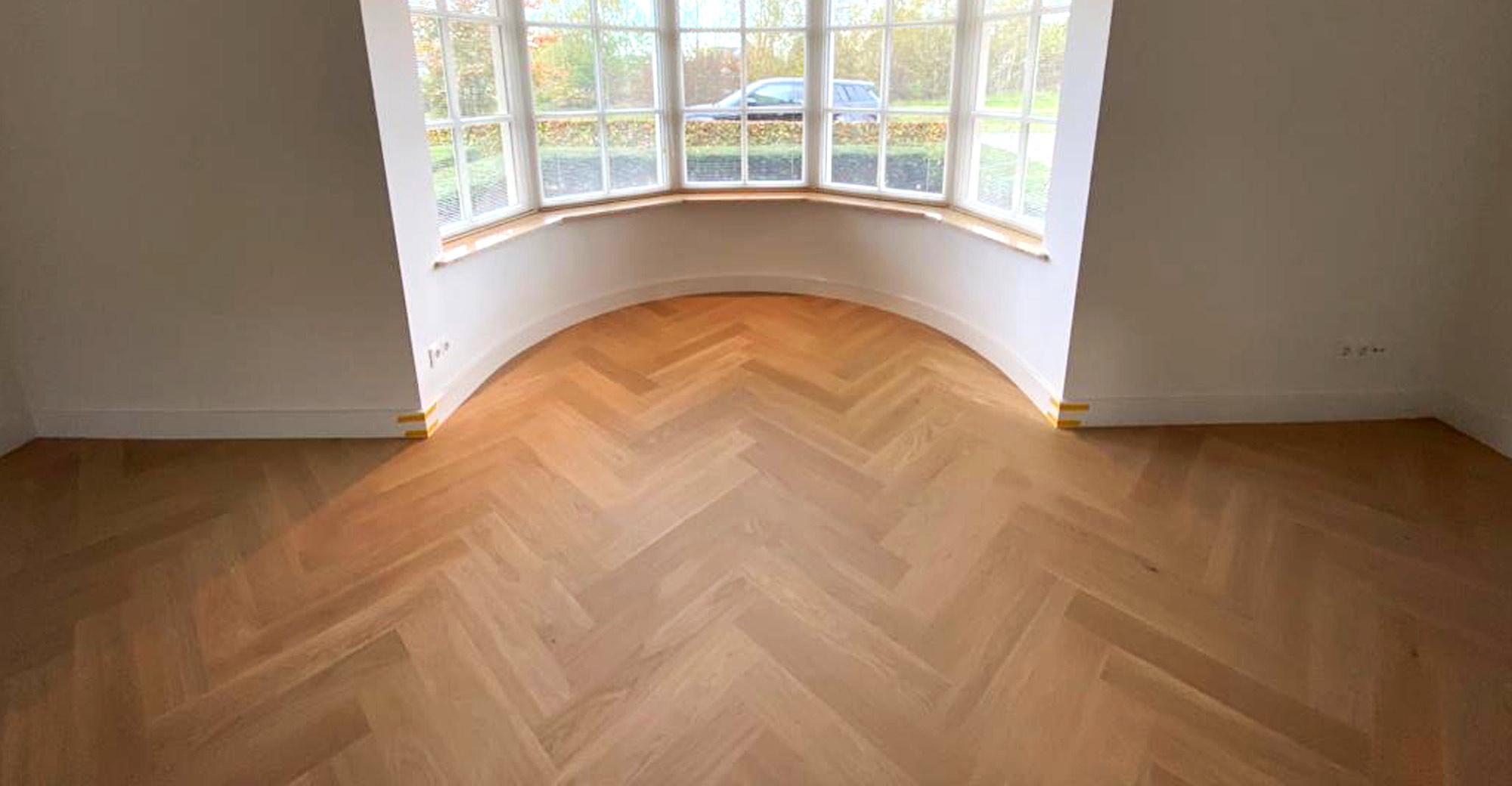 Houten visgraat vloer van Bauwerk: ideaal voor elk interieur en vloerverwarming!